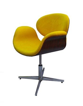 Cadeira Tulipa com Formica ( cor tabaco ) em couro natural ou veludo e regulagem de altura. Lançamento Lv Estofados.