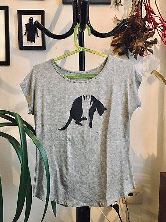 camiseta gato preto cinza mescla claro