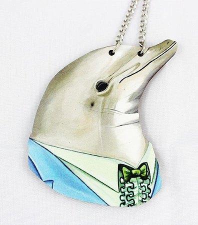 colar em madeira golfinho