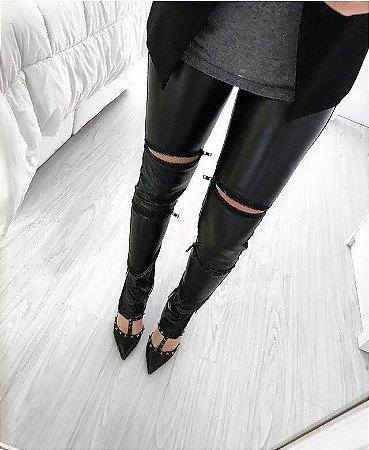 Calça em couro ecológico preta 4 zíperes pretos