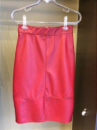 Saia Lápis Fenda Vermelha em couro eco