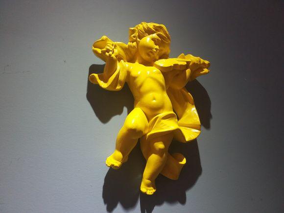 Anjo de Parede Tocando Violino