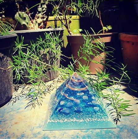 Orgonite Pirâmide Turquesa - Sabedoria | 8x6 cm