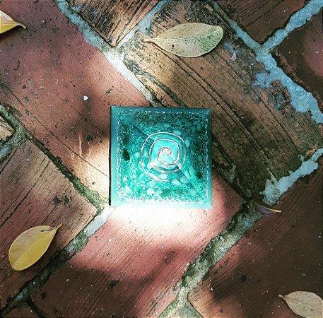 Orgonite Pirâmide Verde - Saúde | 8x6 cm