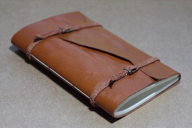 Caderno artesanal de couro caramelo formato A5 Bodoque