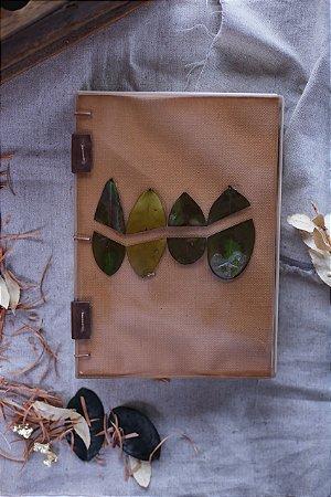 Composição #1 - Folhas - Caderno artesanal formato A5 - miolo em pólen bold