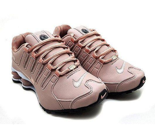 7036f2412d4 Tênis Nike Shox NZ 4 Molas Feminino - Rosê - Uai Tênis - Qualidade a ...