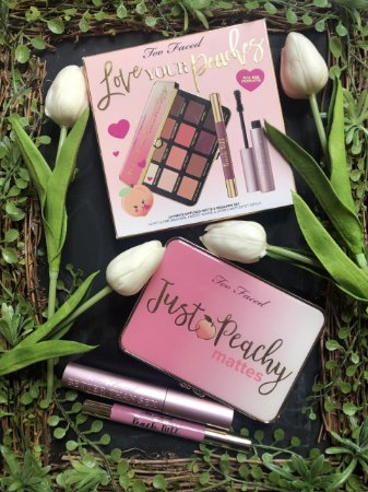 TOO FACED LOVE YOUR PEACHES KIT PALETA + RÍMEL + BATOM DAY DRINKING TAMANHOS REGULARES