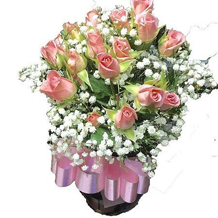 Vaso de vidro com mine rosas