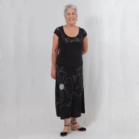 Vestido Plus Size de Tencel Bordado Preto