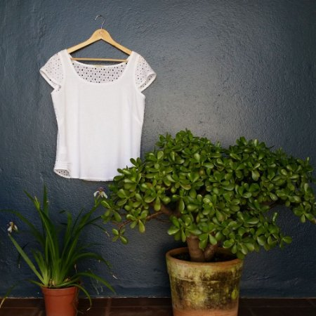 Blusa Plus Size de Linho e Lesis Branca