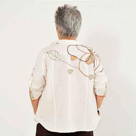 Camisa Plus Size de Linho Pérola Detalhe Colorido Bordada