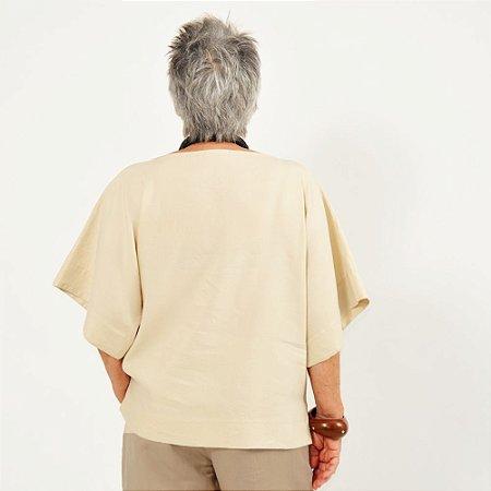 """Blusa Plus Size de Linho """"T"""" Aveia"""