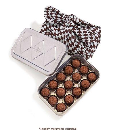 Marmita com 15 brigadeiros - tradicional, noir e caramelo com flor de sal