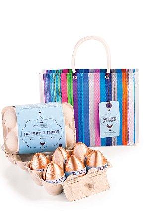 Sacolinha de feira com ovos de brigadeiro