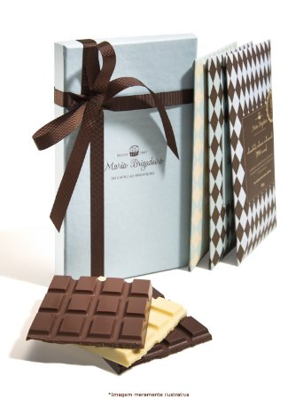 Caixa com 3 barras de chocolate