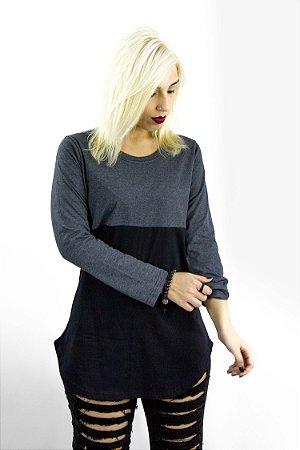 Tshirt manga longa modelagem Long line em recorte chumbo mescla/preto