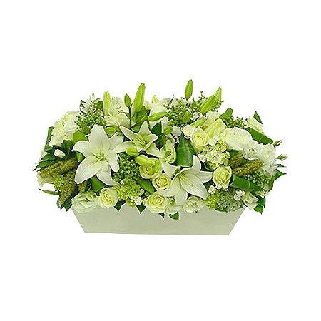Arranjo de Flores Brancas Jardineira