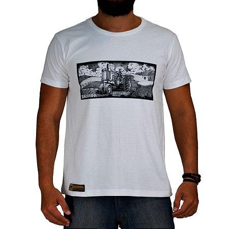 Camiseta Sacudido's - Trator Paisagem - Branco Pre