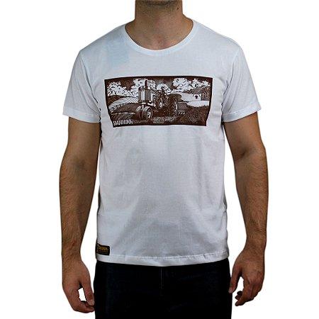 Camiseta Sacudido's - Trator Paisagem - Branco Mar