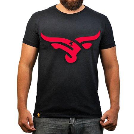 Camiseta Sacudido's - Boi Estilizado - Preto e Vermelho