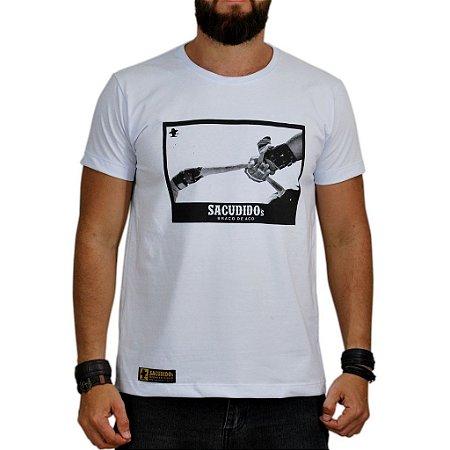Camiseta Sacudido's - Braço de Aço - Branco Preto