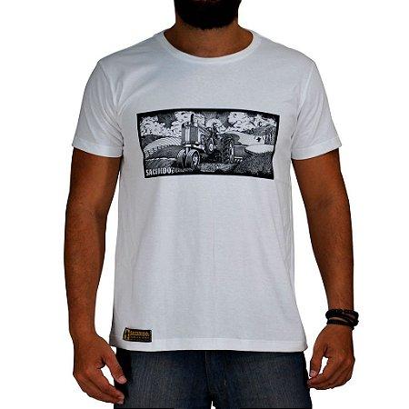 Camiseta Sacudido's - Trator Paisagem - Branco Preto