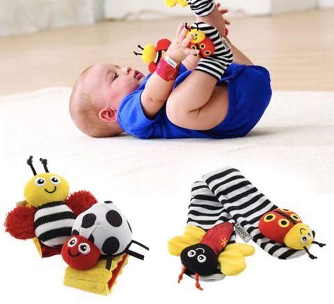 Kit braceletes e meias para bebê - Joaninhas