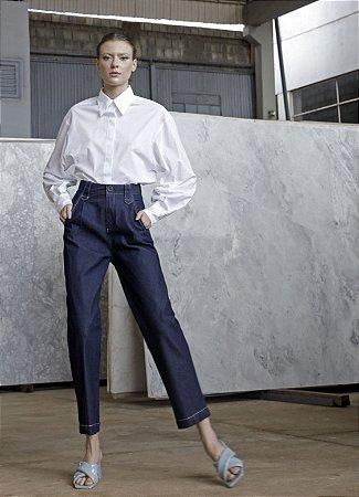 Calça cintura alta com pespontos brancos