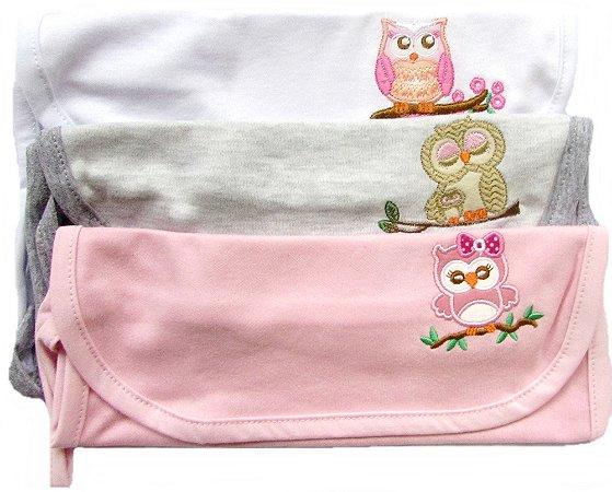Toalha de boquinha ou babetes, de tecido e malha.