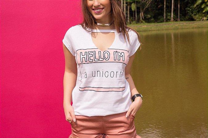 Camiseta Feminina Decote V com Choker Hello Unicorn