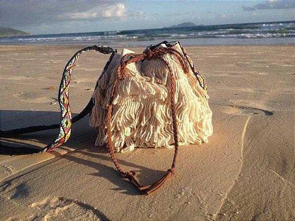 Bolsa saco com franjas em algodão cru