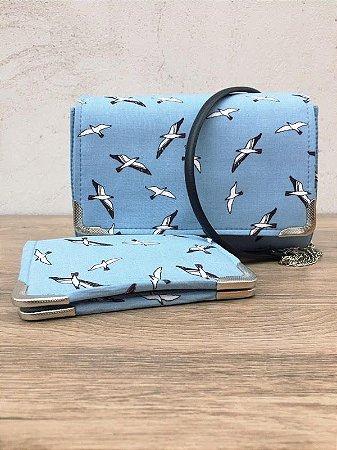 Conjunto bolsa e carteira celeste com estampa de pássaros