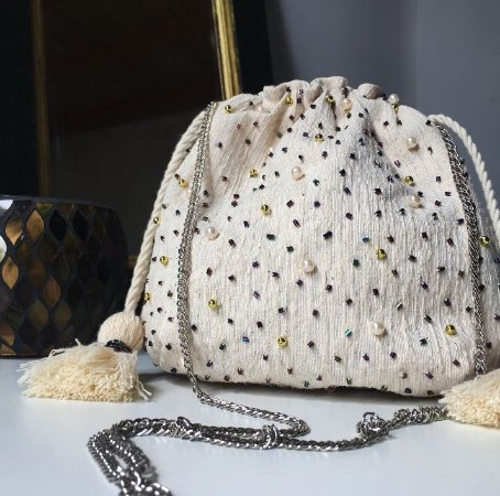 Bolsa em algodão cru com aplicações