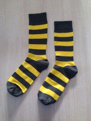 Listrada cinza e amarelo