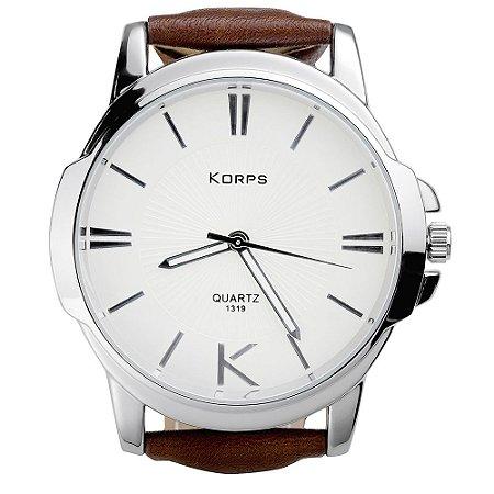 Relógio Luxo Masculino Korps 1319 Prata Fundo Branco Pulseira Couro Marrom