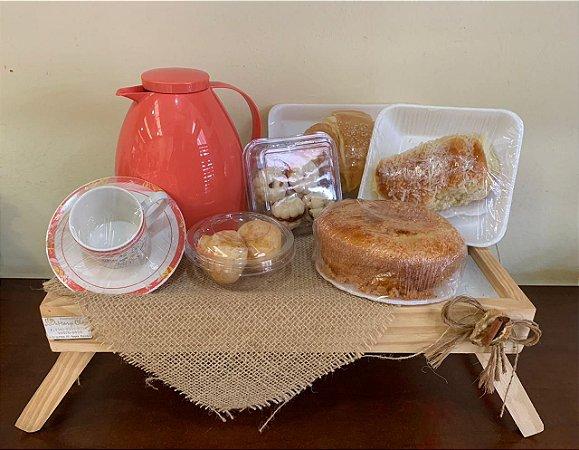 Café da Manhã na Bandeja + Guloseimas.