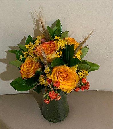 Mix de rosas amarelas c/ Kalanchoe.