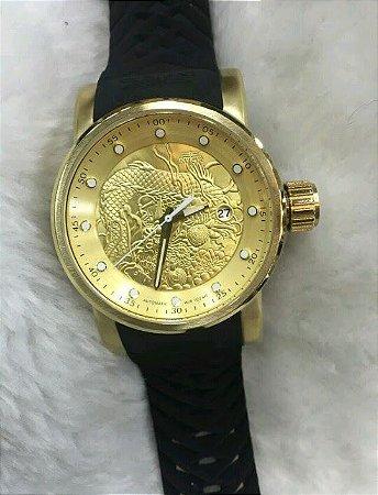 Relogio Invicta Yakuza automatico dourado com pulseira em borracha preto