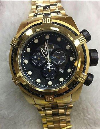 Relogio Invicta Zeus dourado com mostrador em preto e pulseira em aço