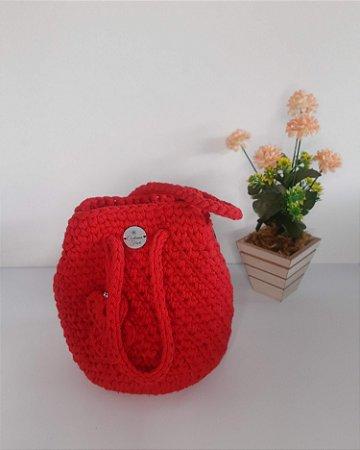 Bolsa Milla, modelo bucket bag de mão, na cor vermelha, em crochê com tiras de algodão