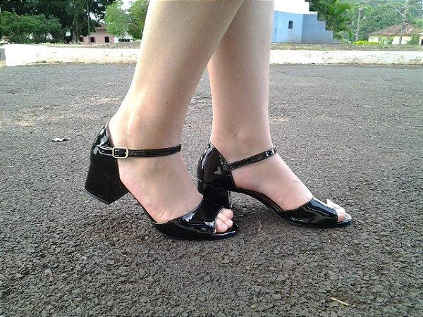 608 - Sandália Verniz Preta salto bloco 5cm
