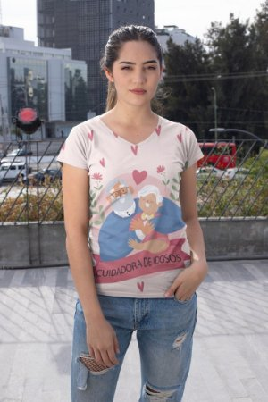 T shirt Feminina Profissão no Atacado Cuidadora de idosos fundo claro