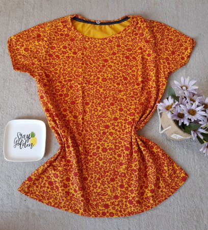 T-Shirt Feminina no Atacado Fundo Flores e Plantas
