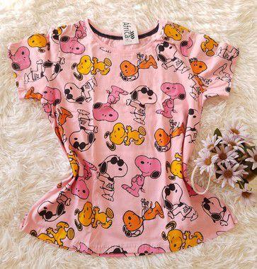 Tee Feminina no Atacado Snoopys Coloridos Fundo Rosa