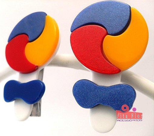 Bico de Pato (Par) Multicor - Coleção Lúdica Fita Flor Acessórios. Cor: Marinheiro (Pirulito: Azul,Amarelo,Vermelho)