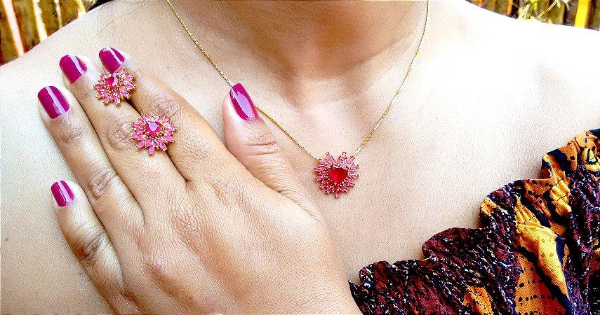 Conjunto colar e brincos pedra coração e zircônias na cor rubi folheados a ouro 18k