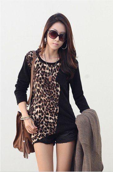 Blusa Preta com Estampa de Leopardo e Bolso Frontal