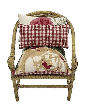 Mini cadeira decorativa em junco flores e vichy vermelho