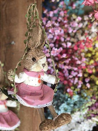 Coelha de Palha no Balanço